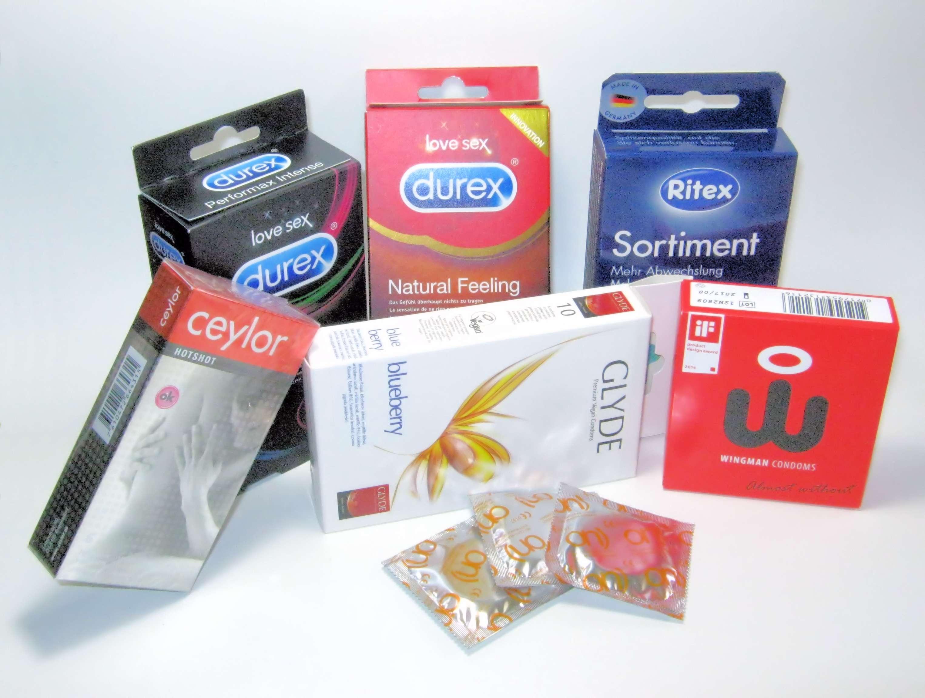 Sortiment verschiedener Kondome